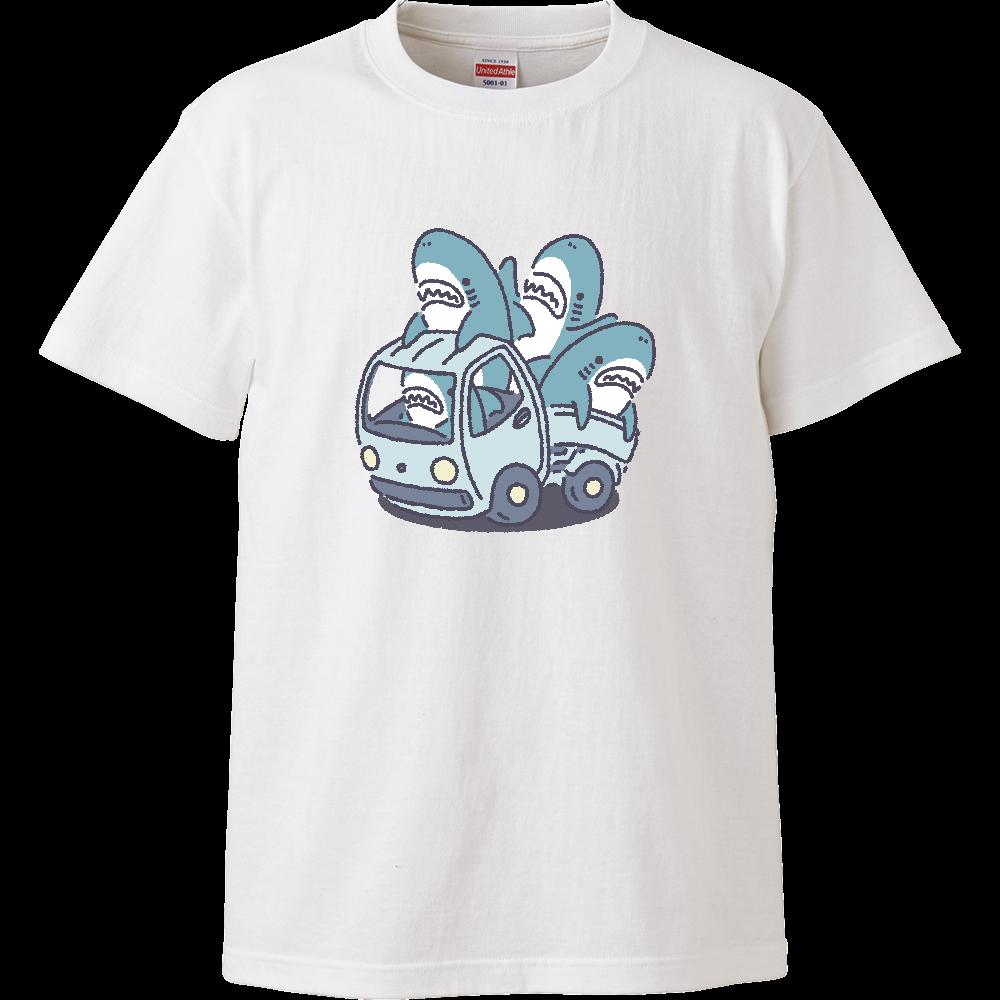 サメがたくさんトラックに ハイクオリティーTシャツ