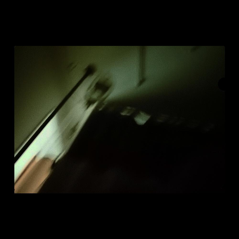 暗闇病室と点滴クリアファイル A4フルグラフィッククリアファイル