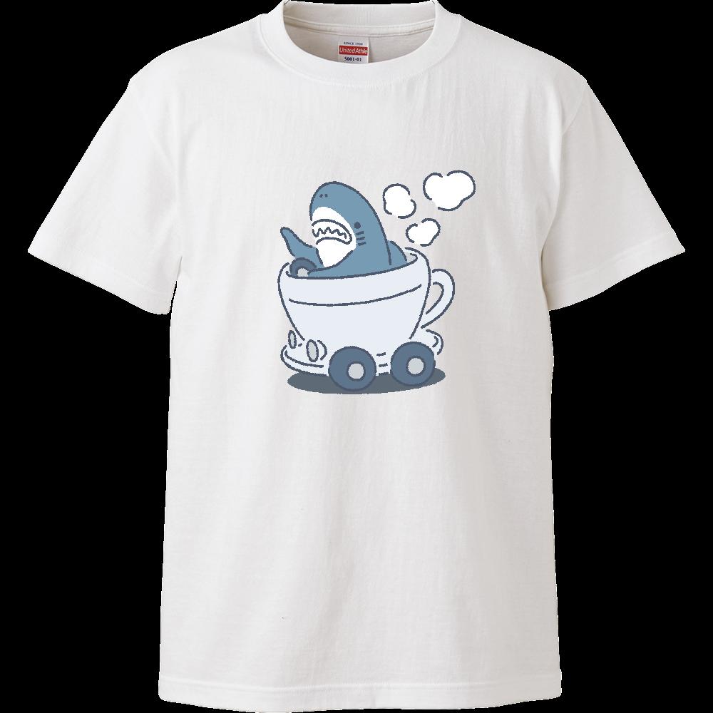 カフェレーサーを誤解したサメ ハイクオリティーTシャツ