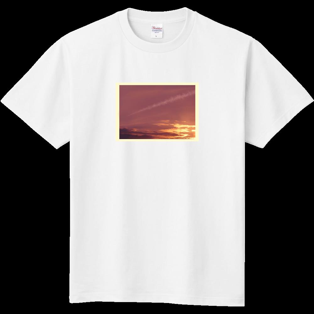 夕焼け空に飛行機雲 定番Tシャツ